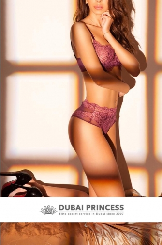 Dubai luxury escorts Gina, natural Brazilian GFE model